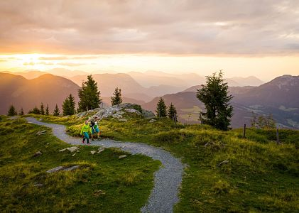 Hiking-with-Sunset-Scheffau-Photo-Stefan-Leitner-2